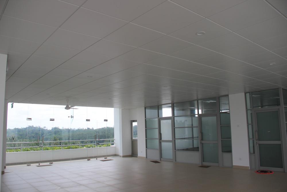 n-s-b-m-metal-ceiling-3