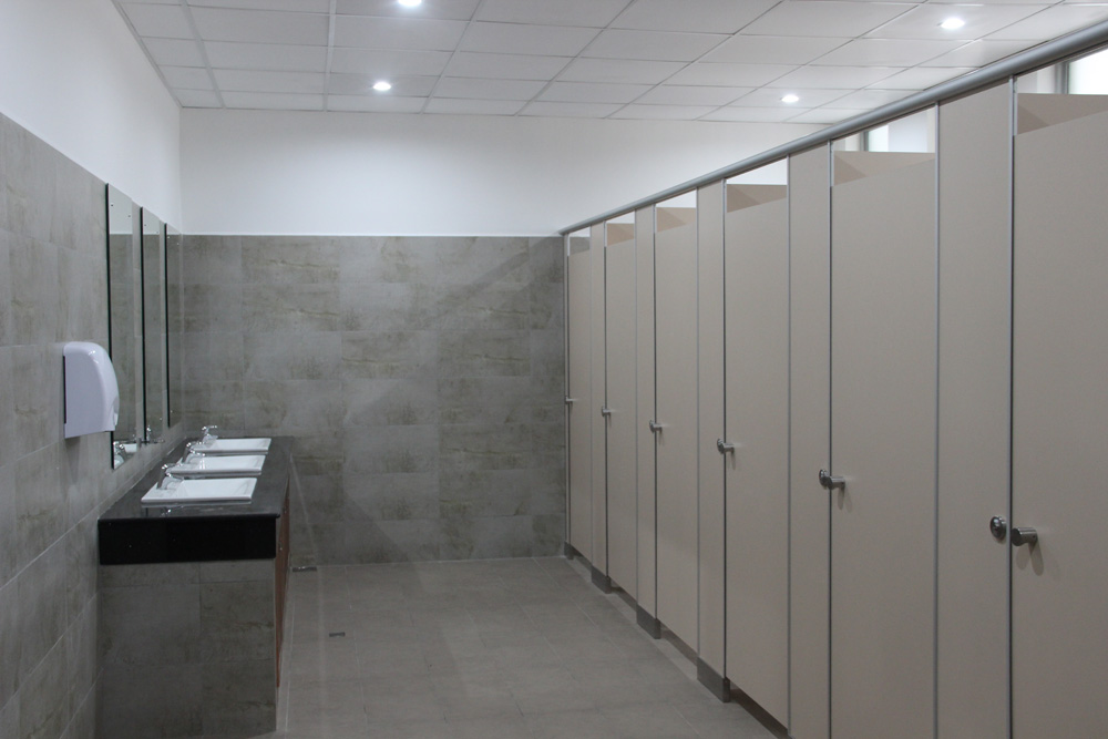 toilet-partition-hilton-3