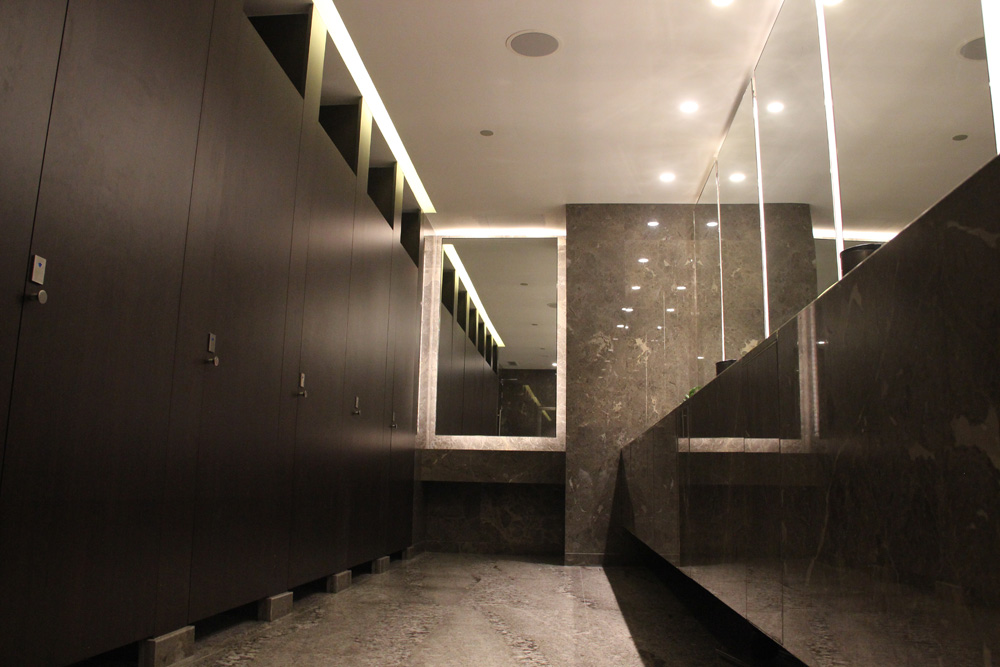 toilet-partition-hilton-5